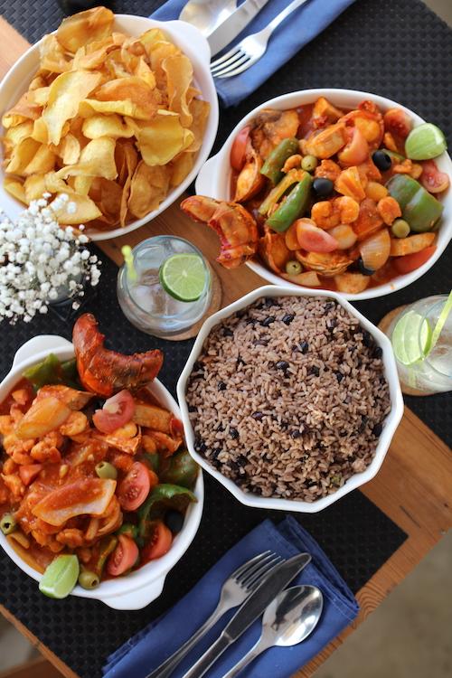 Cazuela de Mariscos con nuestra salsa de tomate que incluye langosta, camarones y pescado. Arroz Moro para 4 personas. Chips de boniato para 4 personas. 1 pomo de refresco.… View Details